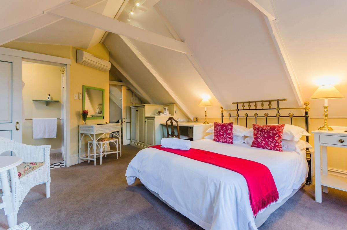 loft guest room bonne esperance guest house